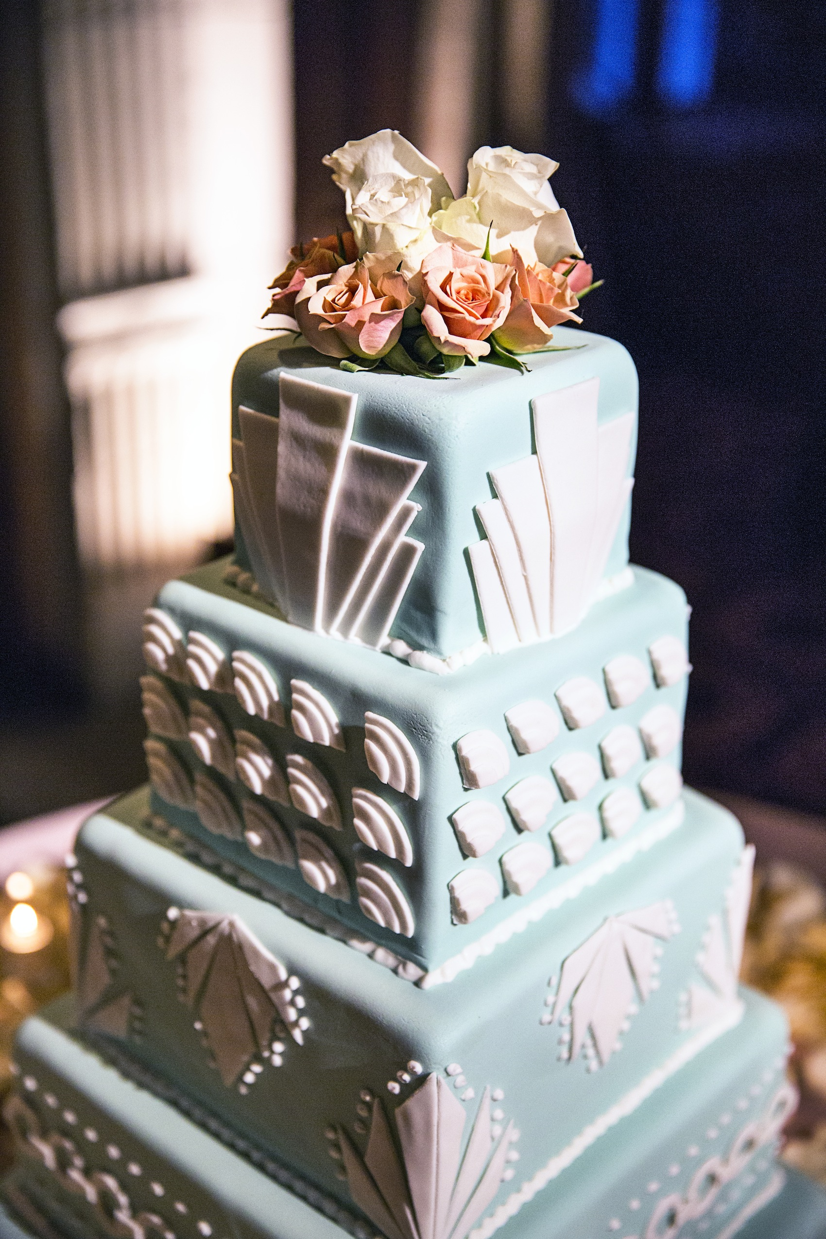Wedding cake in Art Deco design - photo by Jessica Stout