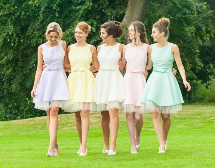 bridesmaids-rainbow-dresses